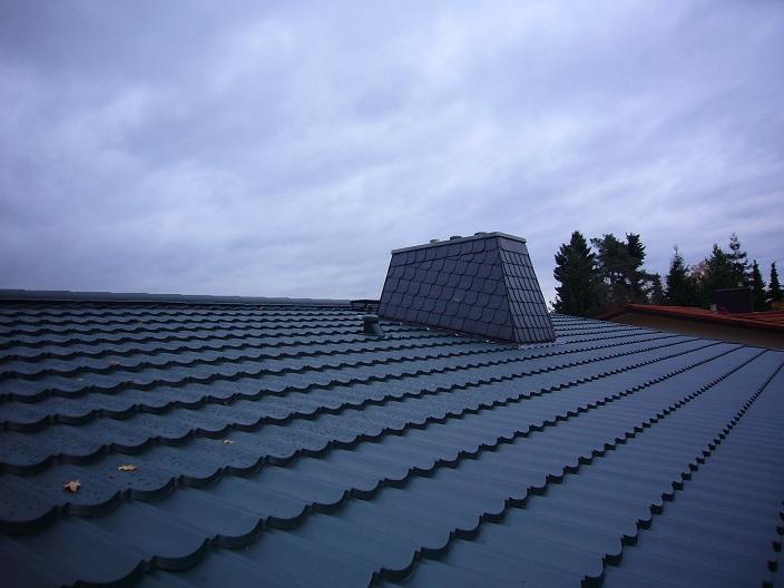Komplettdach mit Schornsteinverkleidung aus Schiefer